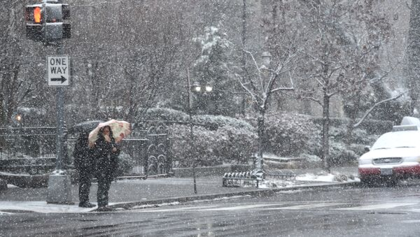 Pedestrians weather the latest storm to hit the US east coast on March 21, 2018, in Washington, DC - Sputnik International