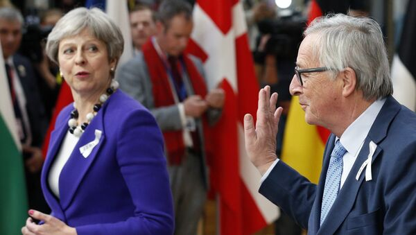 European Commission President Jean-Claude Juncker and Britain's Prime Minister Theresa May arrive at a European Union leaders summit in Brussels, Belgium, March 22, 2018. - Sputnik International
