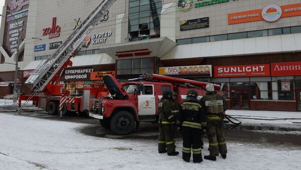Fire at Zimnyaya Vishnya shopping mall in Kemerovo - Sputnik International