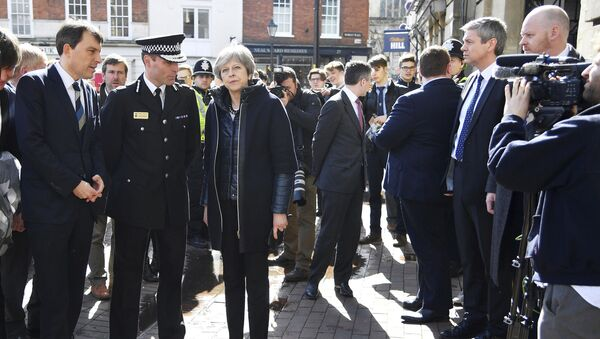Britain's Prime Minister Theresa May, centre, is briefed by members of the police as she views the area where former Russian intelligence agent Sergei Skripal and his daughter were found critically ill, in Salisbury, England, March 15, 2018 - Sputnik International