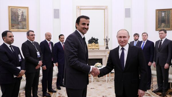 President Vladimir Putin and Sheikh Tamim bin Hamad Al Thani, left foreground, during a meeting - Sputnik International