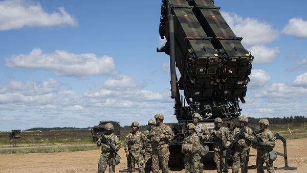Members of US 10th Army Air and Missile Defense Command stands next to a Patriot surface-to-air missile battery during the NATO multinational ground based air defence units exercise Tobruq Legacy 2017 at the Siauliai airbase. (File) - Sputnik International