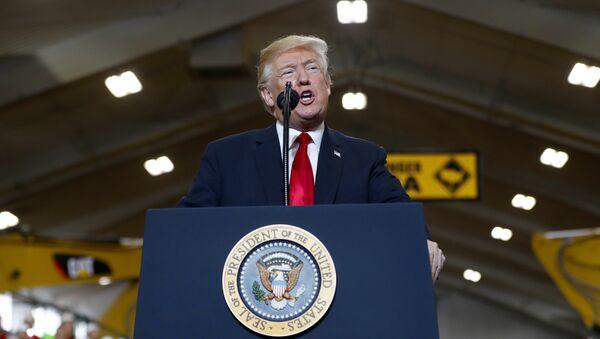 President Donald Trump walks onto stage to speak at Local 18 Richfield Training Facility, Thursday, March 29, 2018, in Richfield, Ohio. - Sputnik International