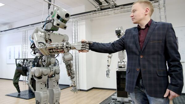 Testing the FEDOR (Final Experimental Demonstration Object Research) antropomorphic robot for the Spasatel rescue project, at a lab of Android Technics in Russia's Magnitogorsk. (File) - Sputnik International