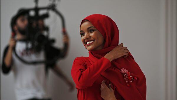 Halima Aden, a hijab wearing model from the United States - Sputnik International