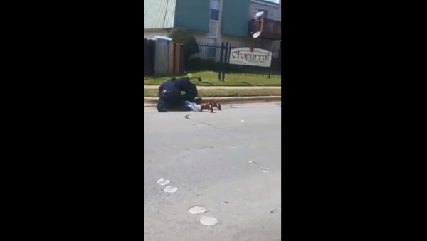Investigation launched by Fort Worth Police Department after viral videos show two officers punching and kneeing man pinned to the ground - Sputnik International