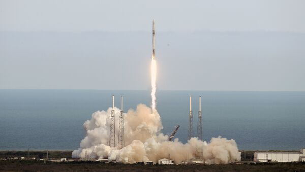 A SpaceX Falcon 9 rocket lifts off from launch complex 40 at the Cape Canaveral Air Force Station in Cape Canaveral, Fla., Monday, April 2, 2018 - Sputnik International
