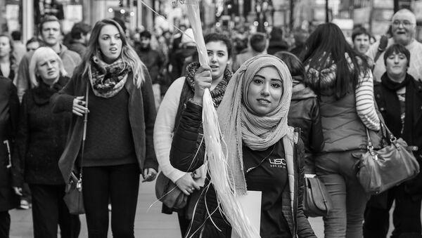 People in the streets of London, UK - Sputnik International