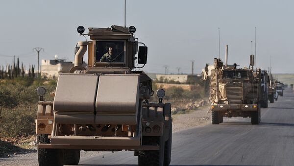 A U.S. mine detector armored vehicle, leads a convoy of U.S. troops, on a road leading to the tense front line with Turkish-backed fighters, in Manbij town, north Syria, Saturday, March 31, 2018 - Sputnik International