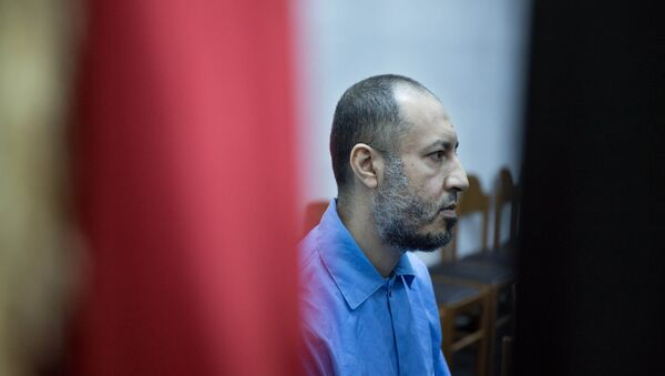 Saadi Muammar Gadhafi, wears a blue jumpsuit behind bars during his trial in the center of Tripoli, Libya, Sunday, Nov. 1, 2015. - Sputnik International
