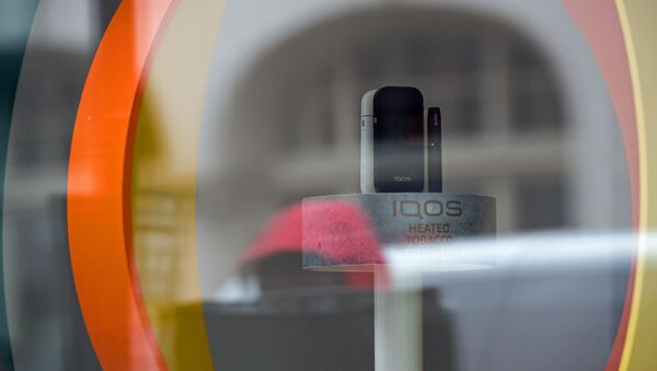 Heatless tobacco units are pictured in the widow display of an iQOS smokeless cigarette store on Wardour Street in London on May 9, 2017 - Sputnik International