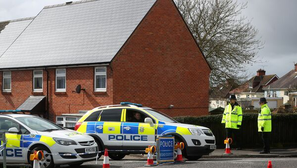 Police officers guard the cordoned off area around the home of former Russian intelligence officer Sergei Skripal in Salisbury, Britain, April 3, 2018 - Sputnik International