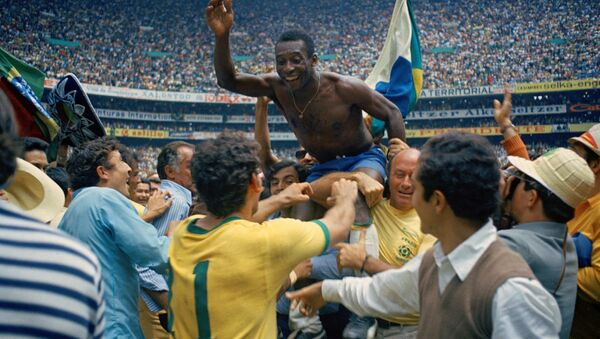 Pele celebrates after Brazil win their third World Cup in Mexico in 1970 - Sputnik International