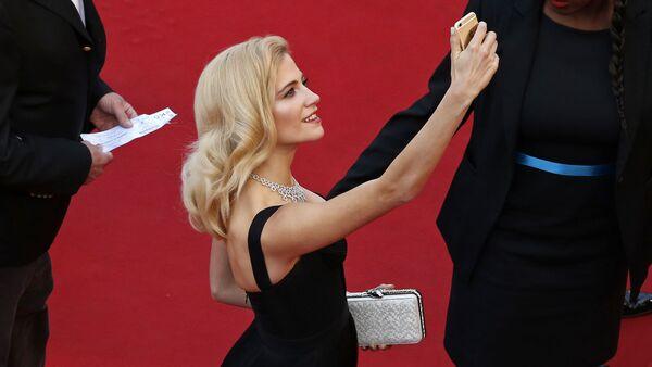 When Selfies Were Allowed: Best Glimpses of Cannes Festival Before Ban - Sputnik International