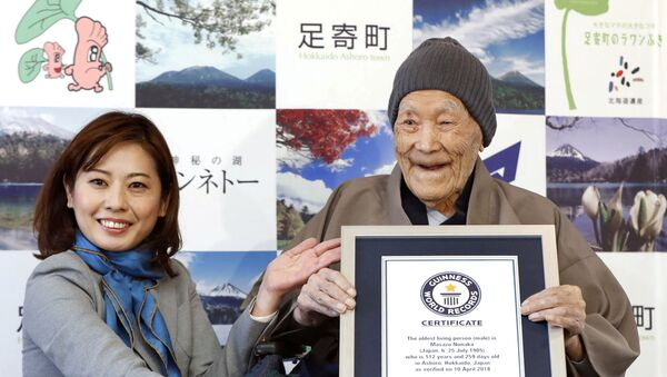 Japanese Masazo Nonaka, who was born 112 years and 259 days ago, receives a Guinness World Records certificate naming him the world's oldest man during a ceremony in Ashoro, on Japan's northern island of Hokkaido, in this photo taken by Kyodo April 10, 2018 - Sputnik International