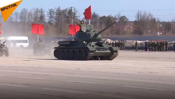 Russia: Russian Military Rehearsing For V-Day Parade - Sputnik International
