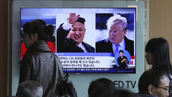 People pass by a TV screen showing file footages of U.S. President Donald Trump, right, and North Korean leader Kim Jong Un during a news program at the Seoul Railway Station in Seoul, South Korea, Monday, April 9, 2018 - Sputnik International