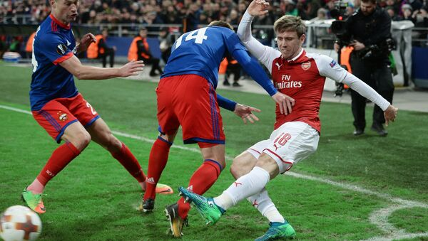 CSKA's Vasily Berezutsky, Kirill Nababkin and Arsenal's Nacho Monreal, left to right, during a quarterfinal match of the 2017/18 UEFA Europa League between CSKA (Moscow, Russia) and Arsenal (London, UK) - Sputnik International