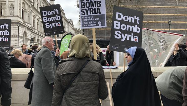 Crowds in London protest against Britain and the US launching military strikes in Syria - Sputnik International