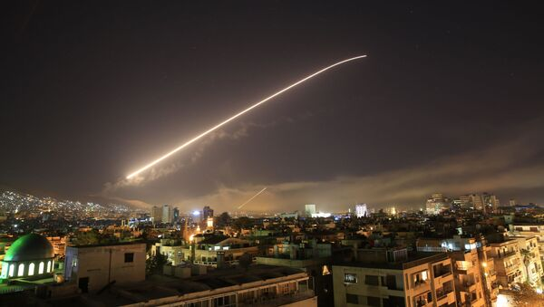 The Damascus sky lights up missile fire as the U.S. launches an attack on Syria targeting different parts of the capital early Saturday, April 14, 2018 - Sputnik International