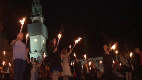 Poland: Far-right nationalists hold torchlight procession at holy site - Sputnik International