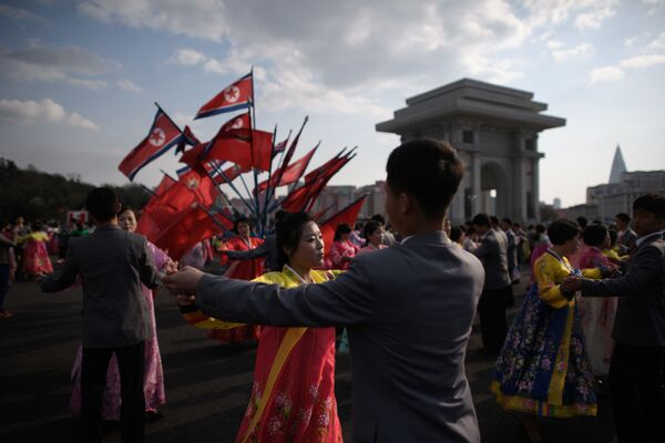 Mass dance event during celebrations marking the anniversary of the birth of late North Korean leader Kim Il Sung in Pyongyang April 15, 2018. - Sputnik International