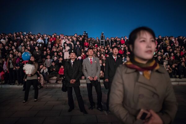 Spectators react during a fireworks display over the Taedong river during celebrations marking the anniversary of the birth of late North Korean leader Kim Il Sung in Pyongyang on April 15, 2018. - Sputnik International
