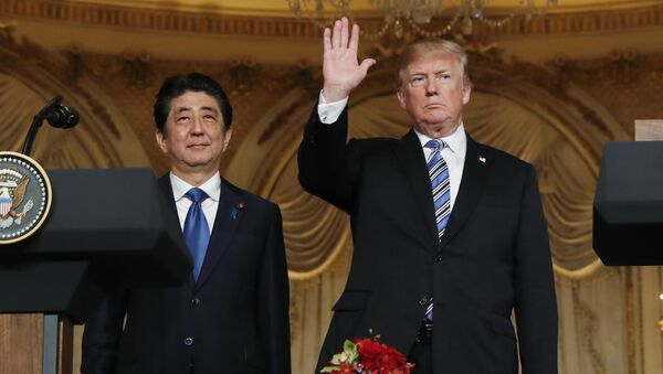 U.S. President Donald Trump (R) waves at the conclusion of a joint press conference with Japan's Prime Minister Shinzo Abe at Trump's Mar-a-Lago estate in Palm Beach, Florida, U.S., April 18, 2018 - Sputnik International