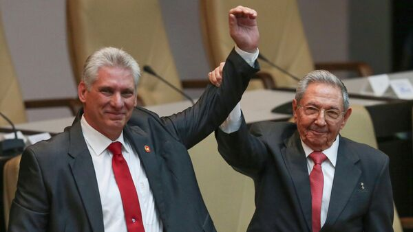 Cuba's outgoing President Raul Castro, right, and new President Miguel Diaz-Canel raise their arms in unison at the National Assembly in Havana, Cuba, Thursday, April 19, 2018. - Sputnik International