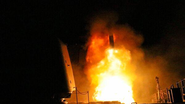 The U.S. Navy guided-missile cruiser USS Monterey fires a Tomahawk land attack missile April 14, 2018 - Sputnik International
