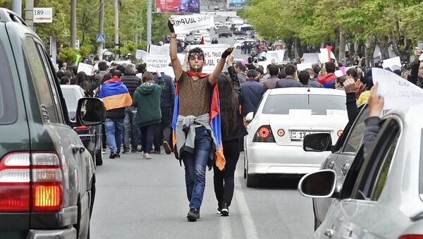 A participant in a protest rally against the election of former President Serzh Sargsyan as prime minister of Armenia in Yerevan - Sputnik International