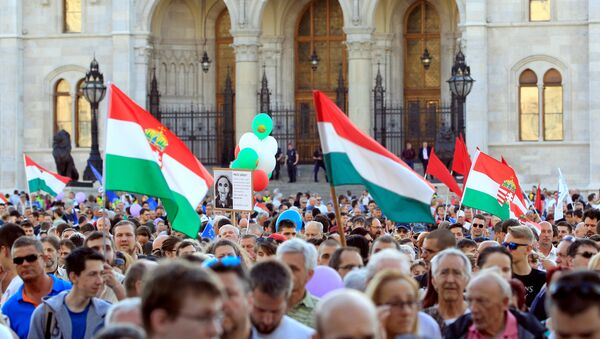 People attend a protest against the government of Prime Minister Viktor Orban in Budapest, Hungary, April 21, 2018 - Sputnik International