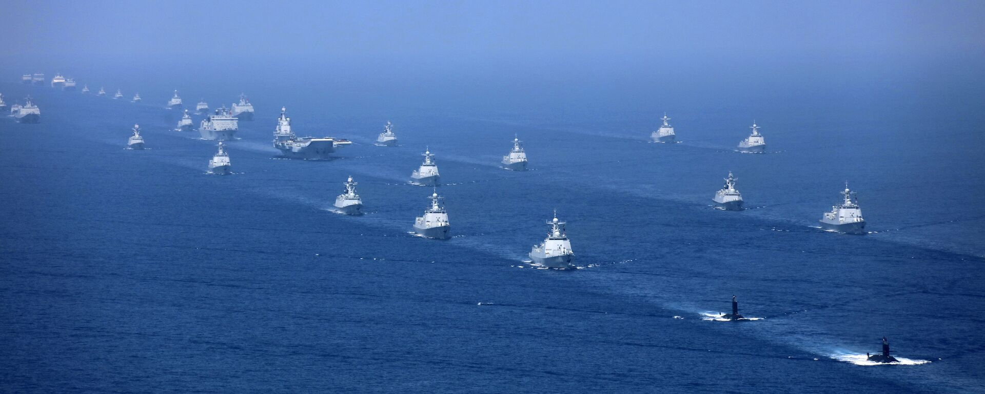 In this April 12, 2018 photo released by Xinhua News Agency, the Liaoning aircraft carrier is accompanied by navy frigates and submarines conducting an exercises in the South China Sea - Sputnik International, 1920, 13.10.2021