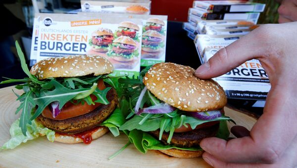 Two burgers made of buffalo worms (Alphitobius Diaperinus) by a German food start-up Bug Foundation are placed during its premiere in a supermarket in Aachen, Germany, April 20, 2018 - Sputnik International