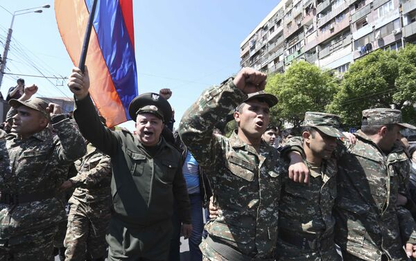 People march during a protest against the appointment of ex-president Serzh Sarksyan as the new prime minister in Yerevan, Armenia April 23, 2018 - Sputnik International