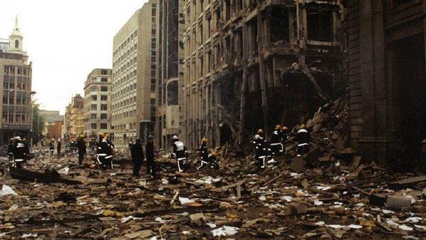 Firemen inspect the damage in Bishopsgate after the blast in April 1993 - Sputnik International