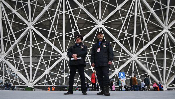 Сотрудники охраны перед началом первого официального матча на стадионе Волгоград Арена - Sputnik International