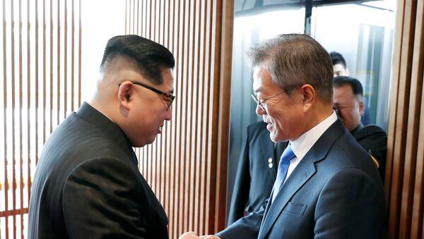 South Korean President Moon Jae-in shakes hands with North Korean leader Kim Jong Un at the truce village of Panmunjom inside the demilitarized zone separating the two Koreas, South Korea, April 27, 2018 - Sputnik International