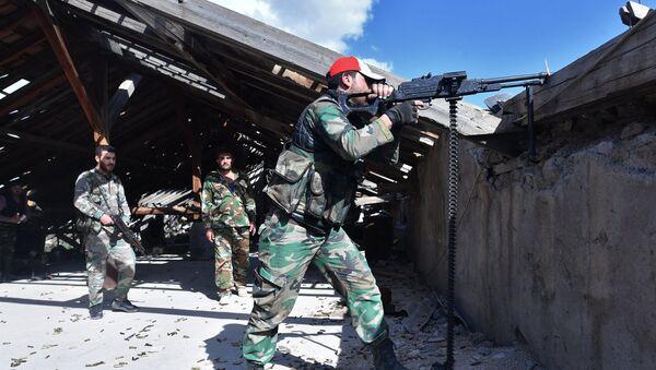 Soldiers near Palestinian refugee camp of Yarmouk in south Damascus - Sputnik International