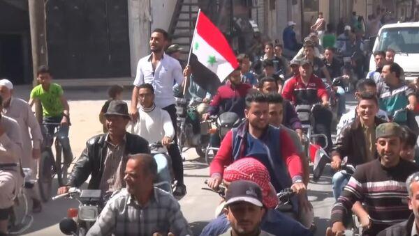 Syrians meet Russian forces in Eastern Qalamoun - Sputnik International