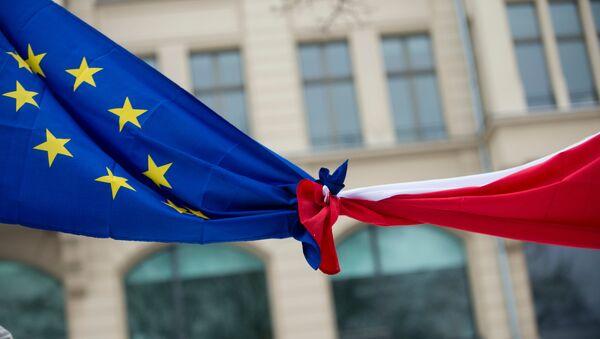 Knotted EU, left,  and Polish flags (File) - Sputnik International