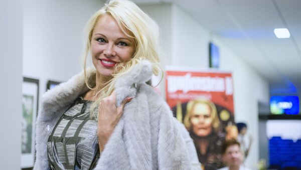 Canadian American actress and model, Pamela Anderson, arrives to attend the first day of the Stockholm Comic Con in Kistamassan fair venue north of Stockholm on September 15, 2017 - Sputnik International