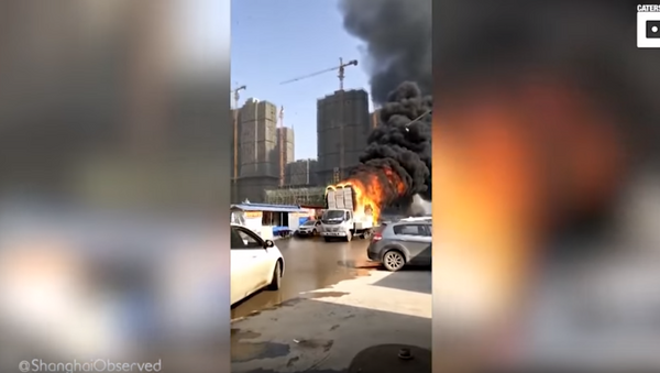 Hot Mail: Delivery Truck's Flaming Payload Provokes Panic in Chinese City - Sputnik International