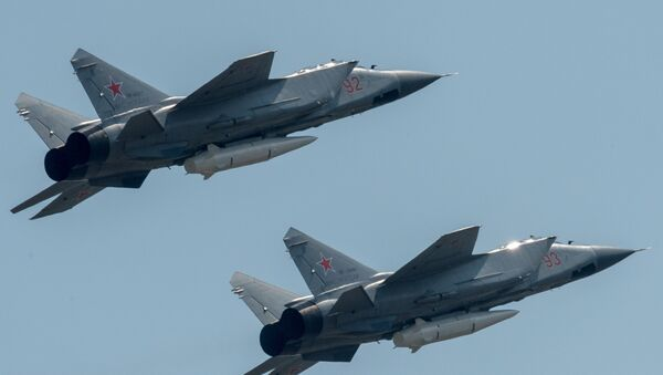 MiG-31s fitted with Kinzhals rehearsing for the Victory Day Parade outside Moscow. - Sputnik International