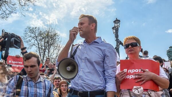 Russian opposition leader Alexei Navalny (C) attends a protest rally ahead of President Vladimir Putin's inauguration ceremony, Moscow, Russia May 5, 2018 - Sputnik International
