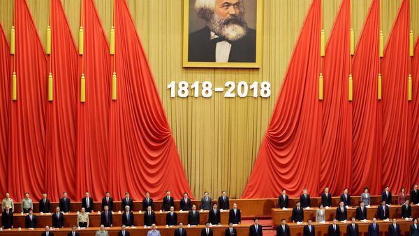 Chinese President Xi Jinping and other officials sing the national anthem at an event commemorating the 200th birth anniversary of Karl Marx, in Beijing, China May 4, 2018 - Sputnik International