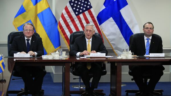 Secretary of Defense Jim Mattis, center, with Sweden's Minister of Defense Peter Hultqvist, left, and Finland's Minister of Defense Jussi Niinistö speaks during a trilateral meeting at the Pentagon, Tuesday, May 8, 2018 - Sputnik International