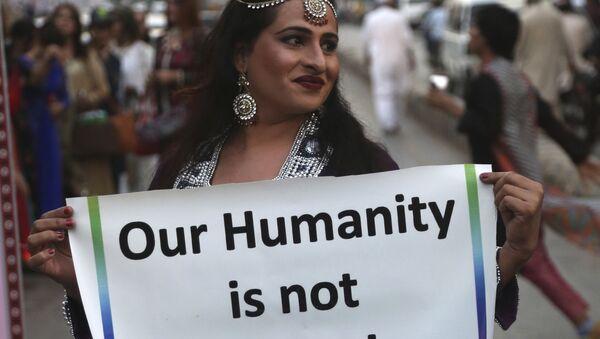 A member of the Pakistani transgender community holds up a sign, during a symbolic catwalk event, in Karachi, Pakistan, Monday, Nov. 20, 2017 - Sputnik International