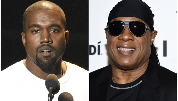In this combination photo Kanye West speaks at the MTV Video Music Awards in New York on Aug. 28, 2016, left, and Stevie Wonder attends the TIDAL X: Brooklyn 3rd Annual Benefit Concert in New York on Oct. 17, 2017 - Sputnik International