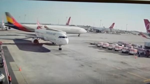 Plane crash at Ataturk Airport - Sputnik International